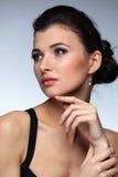 женщина исключительных ювелирных изделий предпосылки естественная Стоковое Изображение