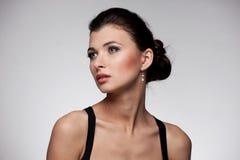 женщина исключительных ювелирных изделий предпосылки естественная Стоковое Изображение RF