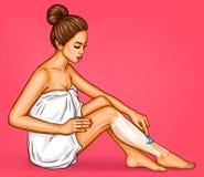 Женщина искусства шипучки в белом полотенце ванны бреет ее ноги с бритвой безопасности иллюстрация вектора