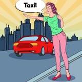 Женщина искусства шипучки пробуя уловить такси в дороге города иллюстрация штока