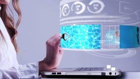 Женщина используя компьтер-книжку с интерфейсом hologram праздников иллюстрация штока