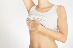 Женщина испытывая ее грудь для рака Стоковые Фото