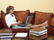 женщина исследуя студента Стоковое Изображение