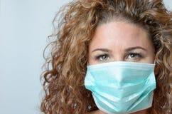 женщина лицевого щитка гермошлема нося Стоковая Фотография RF