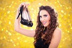 Женщина и ботинки стоковые изображения