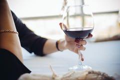 Женщина и вино Стоковые Фото