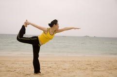 Женщина и йога Стоковая Фотография