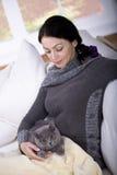 Женщина и кот стоковое изображение