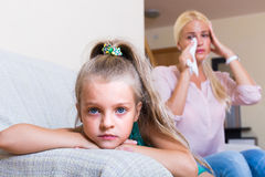 Женщина и маленькая дочь имея ссору Стоковое Фото