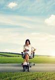 Женщина и малый ленивый человек Стоковое Изображение RF