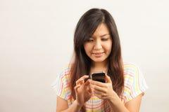 Женщина и мобильный телефон Стоковое Фото