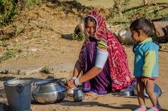 Женщина и ребенок Rajasthani Стоковая Фотография RF