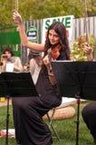 Женщина и скрипка Стоковые Изображения RF
