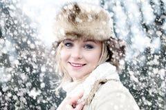 Женщина и снег зимы Стоковая Фотография RF
