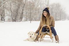 Женщина и собака в снеге стоковые изображения