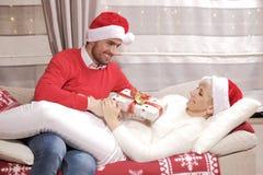 Женщина и человек в рождестве Стоковое Изображение RF