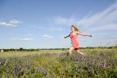 Женщина идя на луг Стоковая Фотография RF