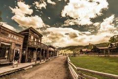 Женщина идя до ранчо Ridgeway Колорадо Hag Стоковое фото RF