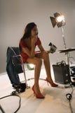 женщина камеры указывая стоковое изображение rf