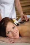 женщина камня спы массажа лавы роскошная Стоковое Изображение RF