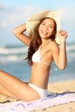 женщина каникулы пляжа счастливая Стоковые Фотографии RF
