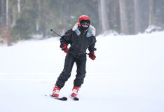 женщина катания на лыжах Стоковое Изображение