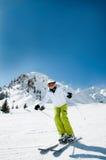 женщина катания на лыжах Стоковое фото RF