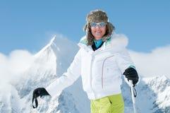 женщина катания на лыжах Стоковое Фото
