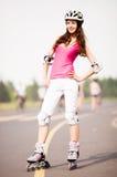 женщина кататься на коньках ролика стоковое фото