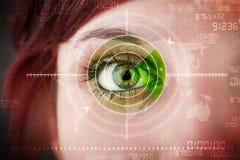 Женщина кибер с современным глазом объекта военного значения Стоковые Фотографии RF
