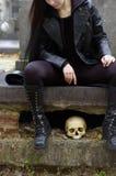 женщина кладбища Стоковые Фотографии RF