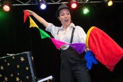 Женщина клоуна выполняя на цирке Стоковое Изображение