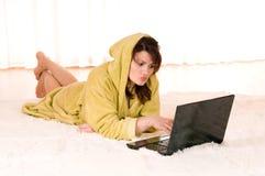 женщина компьтер-книжки Стоковые Фотографии RF