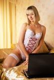 женщина компьтер-книжки Стоковая Фотография