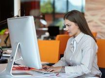 женщина компьютера дела Стоковые Изображения RF