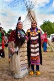 Женщина коренного американца индийская перед типи Стоковые Фото