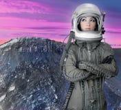 женщина космического корабля шлема способа астронавта воздушных судн Стоковое Изображение RF
