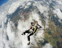 Женщина костюмировала скелет в свободном падении Стоковое Изображение RF