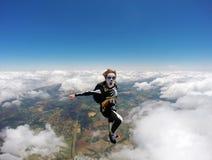 Женщина костюмировала скелет в свободном падении Стоковые Изображения RF