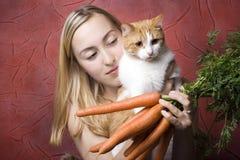 женщина кота морковей Стоковые Изображения RF