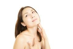Женщина которая делает массаж тела стоковая фотография