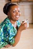 женщина кофе выпивая стоковые фото