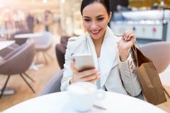 женщина кофе кафа выпивая Стоковые Изображения