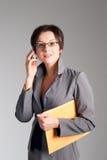 женщина красивейшего мобильного телефона дела говоря Стоковое фото RF