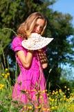 женщина красивейшего шлема цветков белая Стоковое фото RF