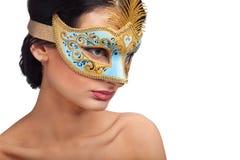 женщина красивейшей голубой маски масленицы нося Стоковые Изображения RF