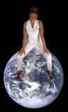 женщина красивейшей черной земли возмужалая сидя Стоковое Фото
