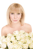 женщина красивейших цветков предпосылки белая Стоковое Изображение