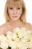 женщина красивейших цветков предпосылки белая Стоковые Фото