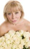 женщина красивейших цветков предпосылки белая Стоковое фото RF